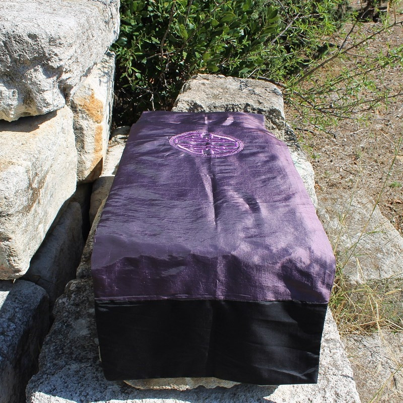 Chemin de table Caligraphie violet reflets or