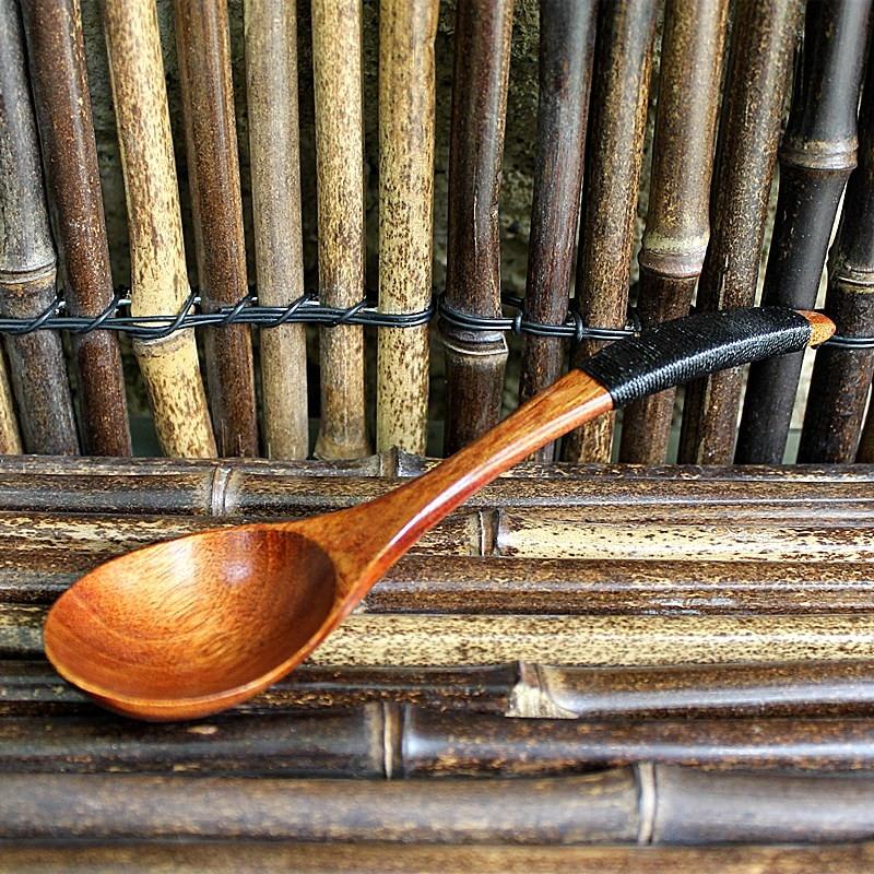 Cuillère en bambou manche fil noir