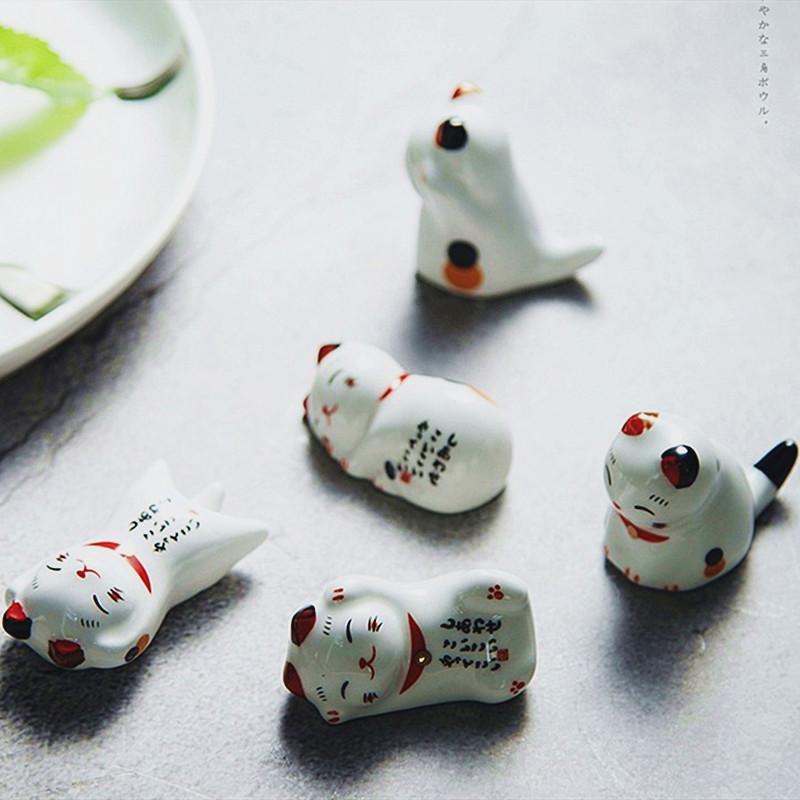 Lot de 5 reposes baguettes Maneki Neko en céramique