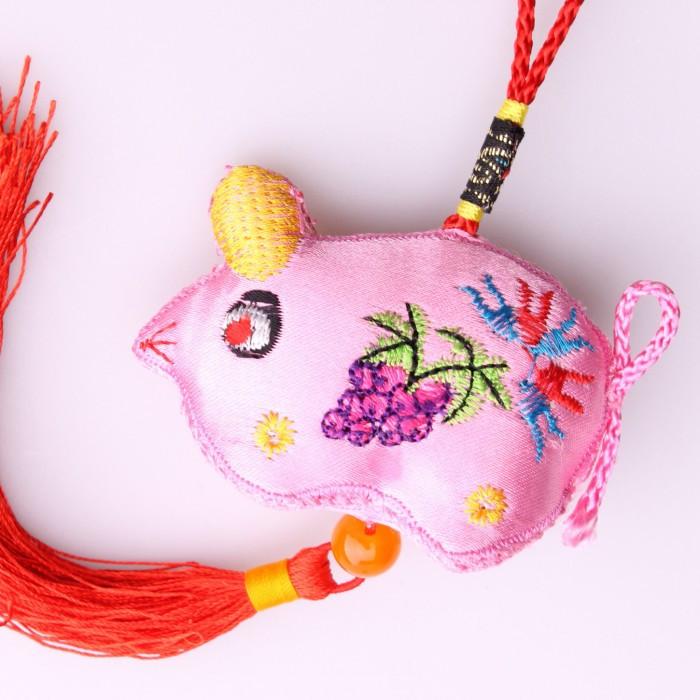 Porte-bonheur rat rose