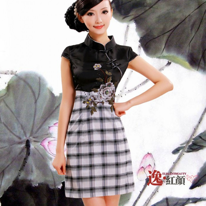 Robe chinoise (Qipao) grille broderie...