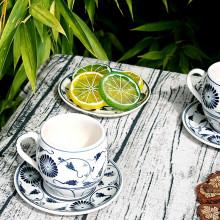 Tasses et sous-tasses en porcelaine motif fleur bleue