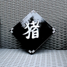 Tableau en bois laqué signe du Zodiac du Cochon