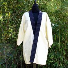 Kimono court beige et col bleu