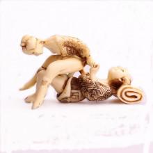 "Figurine kamasutra en ivoirine ""Le chimpanzé"""