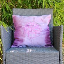 Housse de coussin violet motif calligraphie