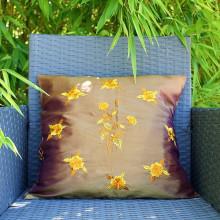 Housse de coussin marron motif floral