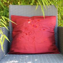 Housse de coussin rouge motif floral