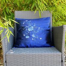 Housse de coussin bleu motif floral