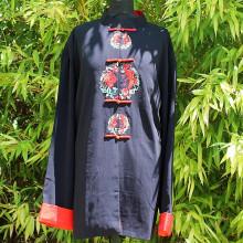 Chemise noire couronne de fleurs rouge