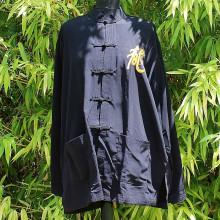Chemise noire à boutonnières avec motif dragon et calligraphie couleur or