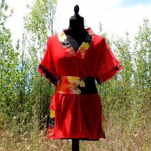 Top rouge et ceinture florale