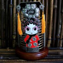 Pot à crayons et stylos avec poupée chinoise