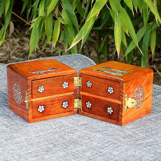 Boîte en bois précieux motif  en nacre