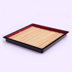 Plateau(pour soba) noir et rouge avec tapis en bambou