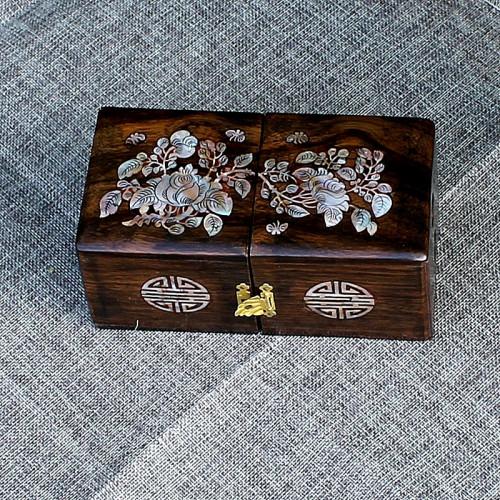 Boîte en bois précieux motif floral en nacre